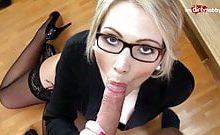 Neuer Praktikant fikt die geile Sekretärin
