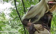 Deutsche Anhalterin im Wald gefickt