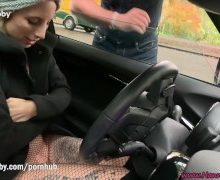 Notgeilen Polizisten im Auto gefickt
