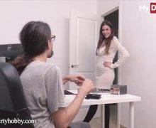 Schüchterner PC Nerd mit riesen Hengstschwanz